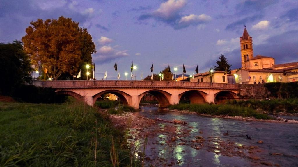 Il Ponte della Liberazione di Foligno al tramonto, foto di Angelica Perugini