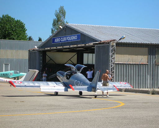 Uno degli aerei privati presenti all'aeroporto di Foligno